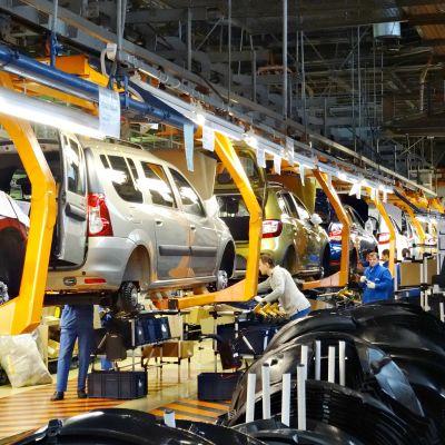 Vuodessa tehdas tuottaa noin 60000 autoa.