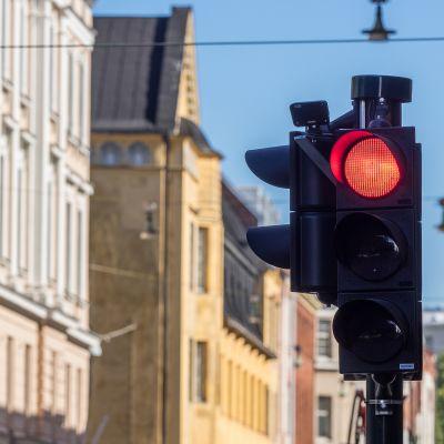 Punainen liikennevalo.
