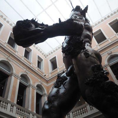 Damien Hirst Venetsia biennale.