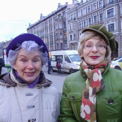 Sisarukset Nella ja Ljudmila ovat varmoja, että Vladimir Putin on paras vaihtoehto presidentiksi.
