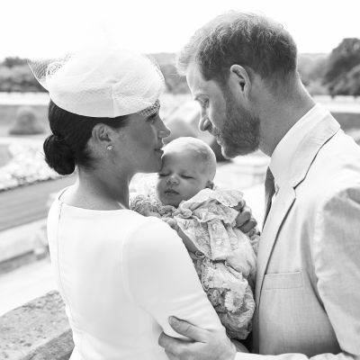 Herttuatar Meghan, Archie-vauva ja prinssi Harry.