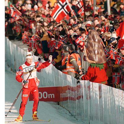 Björn Dählie voitti 15 kilometrin vapaan hiihtotavan takaa-ajokisan Trondheimissa 1997.