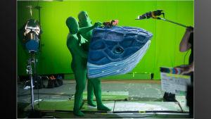 Inspelning av Coldplays musikvideo Daddy, en marionettdocka som föreställer en val.