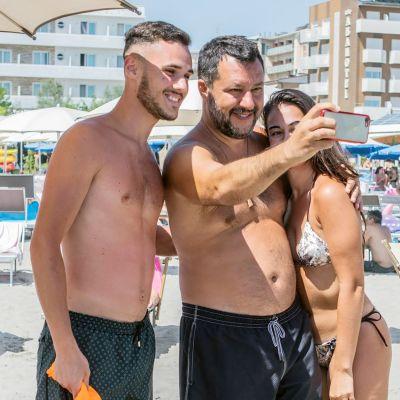 Matteo Salvini lomailee Milano Marittimassa.