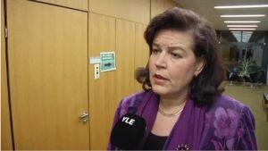 Anne Holmlund riksdagsledamot och ordförande för lagutskottet