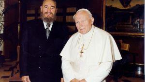 Fidel Castro och påven Johannes Paulus II i Vatikanen 1997.