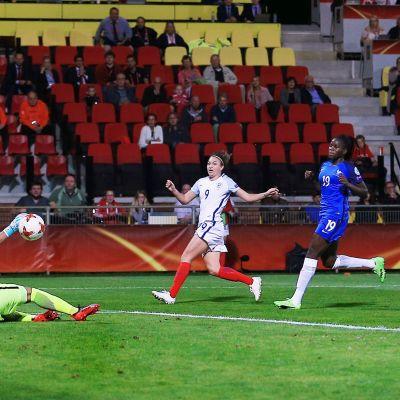 Jodie Taylor gör segermålet mot Frankrike.