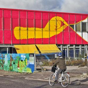 Otto Majan maalama ja Multicoloured Dreamsin järjestämä purkutalo Kauniaisissa