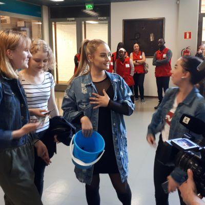Nelli Matula oli mukana markkinoimassa YleXPop-konserttia mm. Vamialla Vaasassa.