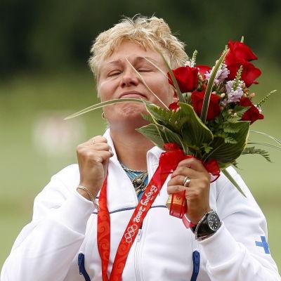 Satu Mäkelä-Nummela med OS-guldet 2008.