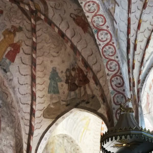 Seinämaalauksia Lohjan Pyhän Laurin kirkossa.