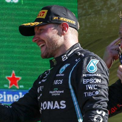 Max Verstappen och Valtteri Bottas efter F1-lopp.