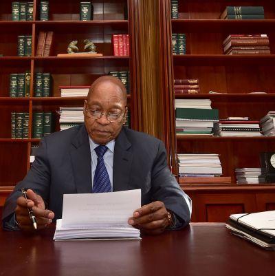 Sydafrikas president Jacob Zuma lägger sista handen vid sitt tal 8.2.2017