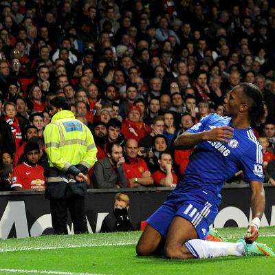 Didier Drogba firar mål.