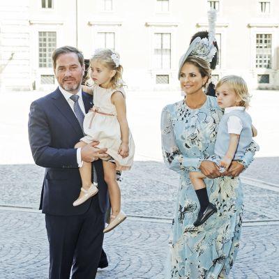 Prinsessa Victorian pikkusisko prinsessa Madeleine, puoliso Chris O'Neill ja lapset.