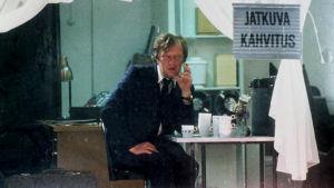 Sulevi Peltola tv-draamassa Johanneksen leipäpuu (1994).