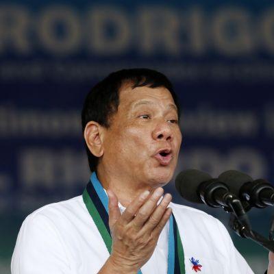 Rodrigo Duterte puhumassa Manilassa 7. joulukuuta.