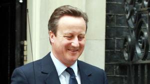 David Cameron lämnar sin tjänstebostad i London den 27 juni 2016.