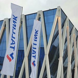 Tallinns huvudkontor med byggställningar i bakgrunden