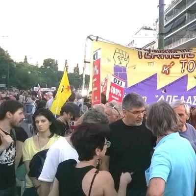 Demonstranter i centrala Aten, Grekland.