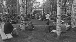 Pori Jazzin yleisöä Kirjurinluodolla vuonna 1969.