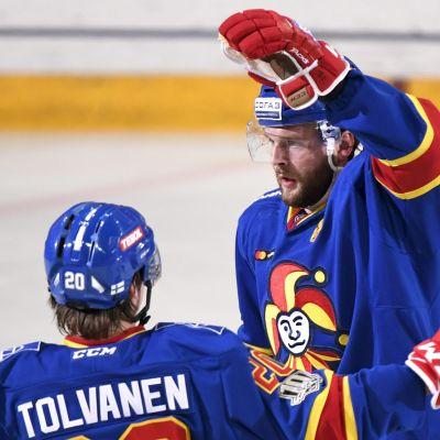 Nicklas Jensen och Eeli Tolvanen firar mål i Jokerit.