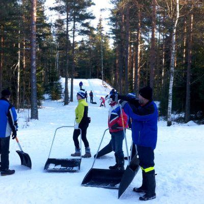 Finlandia-hiihdon latutalkoot Tapanilassa tammikuussa 2017.