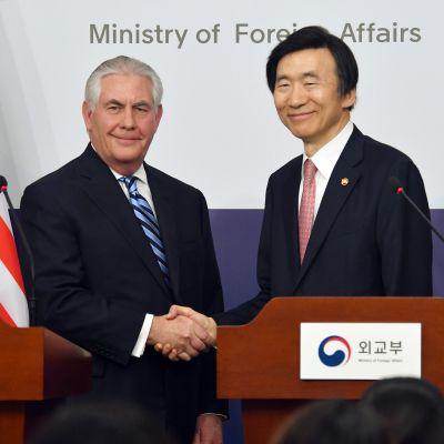 Yhdysvaltain ulkoministeri Rex Tillerson tapasi Etelä-Korean ulkoministerin Yun Byung-Senin perjantaina 17. maaliskuuta 2017 Soulissa.