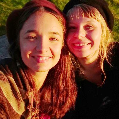 Olivia (Elli Melasniemi) ja Iita (Milla-Mari Pylkkänen), Olivia 17 -peli