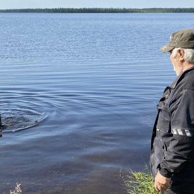 Sulo Karjalainen ja Aina karhunpentu.