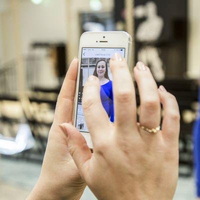 Onpa kiva paita! Voit ottaa kännykällä kuvan tuntemattoman vaatteesta, ja sovellus etsii sinulle vastaavan tuotteen Zalandolta.