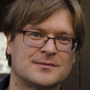 Runoilija Kristian Blomberg, Tanssiva karhu -ehdokas 2016.