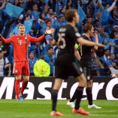 Manuel Neuer och Bayern spelarna illa ute mot Porto.