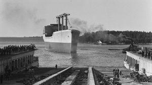 Rahtialus Wihurin vesillelasku Rauma-Repolan Rauman telakalla v. 1969.