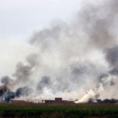 Sunnikaupunki Tikritistä nousi maaliskuussa savu Irakin armeijan ja terroristijärjestö Isisin taisteluiden jäljiltä