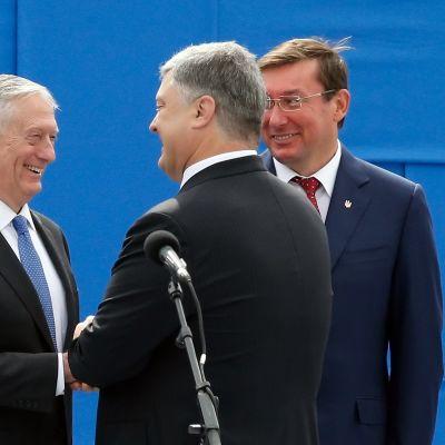 USA:n puolustusministeri Mattis tapaa Ukrainan presidentin Petro Porošenkon