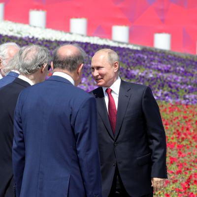 Vladimir Putin osallistuu kansallispäivän lipunnostoseremoniaan Moskovassa.