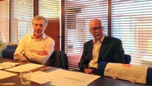 Jan-Erik Enestam och Ossi Repo leder utredningsarbetet för Vasaregionens kommuner.