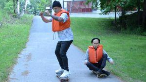 André och Simon gör en egen version Gung i Kajutan.