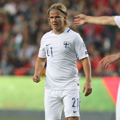 Petteri Forsell på planen i VM-kvalmatchen mot Turkiet.