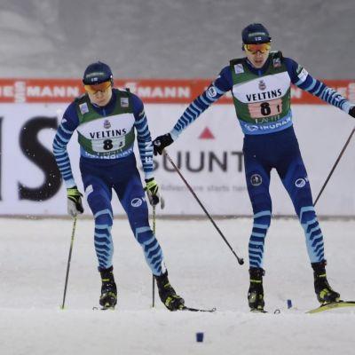 Eero Hirvonen ja Ilkka Herola parisprintin vaihdossa.