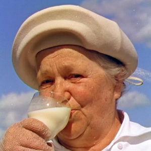 Rouva juo maitoa