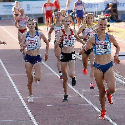 Ilona Mononen löper i U20-EM i friidrott.