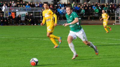 Benjamin Källman springer efter bollen.