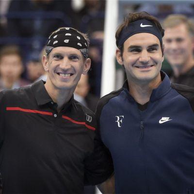 Roger Federer bidrog till en oförglömlig afton för Jarkko Nieminen.