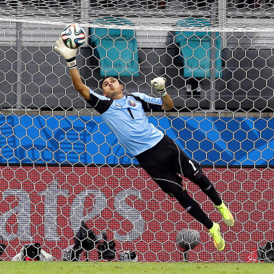 Keylor Navas räddar i VM 2014