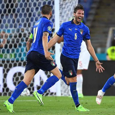 Locatelli firar sitt andra mål mot Schweiz.