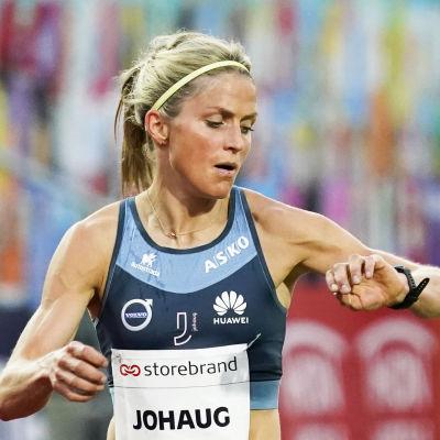 Therese Johaug i farten på 10 000 meter.