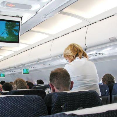 Passagerare i ett Finnairflygplan