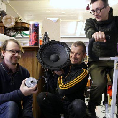 Janne Käpylehto, Kimmo Pohjonen ja Tuomas Norvio muodostavat Energy Soundscapes -teoksen ydinryhmän.